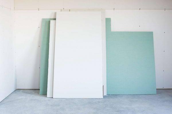 Как прикрепить гипсокартон к кирпичной стене без профиля на саморезы