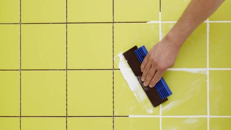 Затирка швов плитки своими руками: инструкция + видео