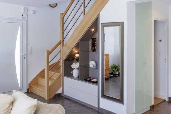 Пространство под лестницей (93 фото): кухня в загородном доме и необычные идеи, дверь и полки, кладовка и камин в частном жилище под лестничной конструкцией и варианты дизайна места под маршем