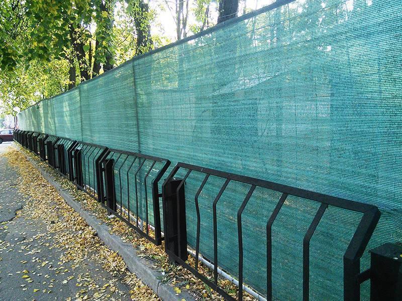 Заборы из сварной сетки - преимущества и недостатки (46 фото): металлическое секционное ограждение из рулонного материала с полимерным покрытием, размер рулонов