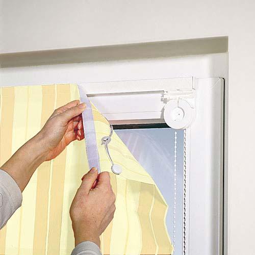 Как крепить рулонные шторы — на пластиковые окна, к стене и потолку
