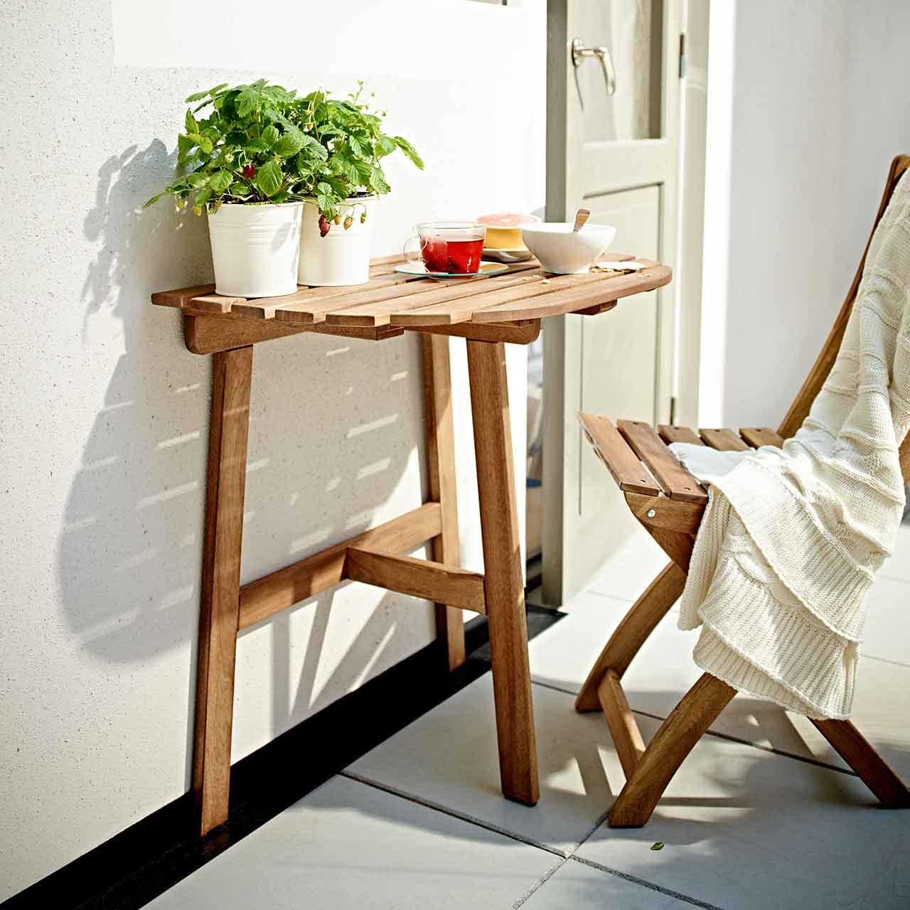 Столик на балконе: 3 симпатичные идеи