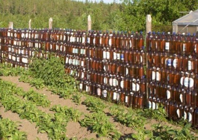 Забор своими руками из пластиковых бутылок