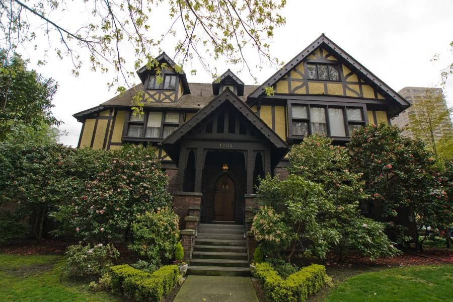 Фасад дома в английском стиле: основные направления и их особенности