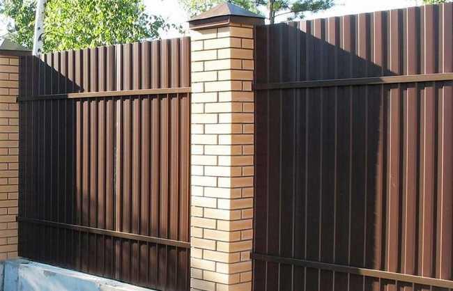 Забор из профлиста своими руками: фото интересных решений