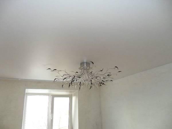 Какой потолок выбрать: матовый или глянцевый