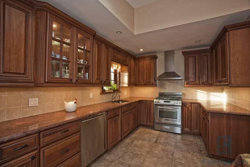 Кухня в деревянном доме: 100 фото современного дизайна и отделки кухни из бруса
