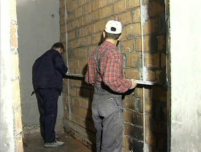 Штукатурка стен без маяков своими руками: пошаговая инструкция по выравниванию