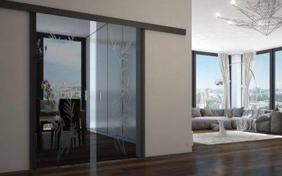 Раздвижные стеклянные двери (47 фото): межкомнатные перегородки из стекла, системы на балкон, итальянские конструкции