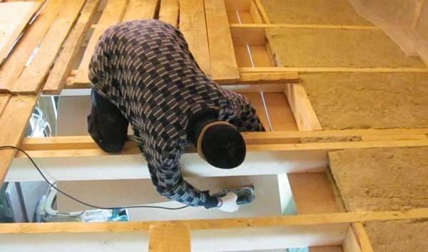 Как правильно выполнить утепление по деревянным балкам, межэтажного перекрытия?