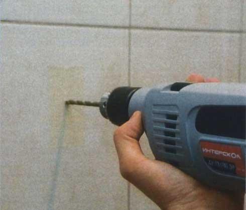 Как просверлить отверстие в керамической плитке – советы по правильному сверлению отверстия