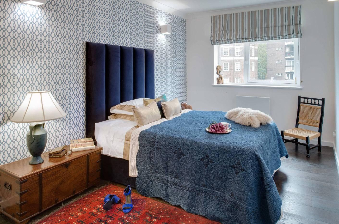Какие обои наклеить в спальне: виды материала и цвет