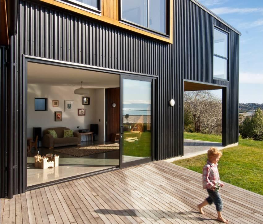 Дом из контейнеров: 10 практичных проектов с фото