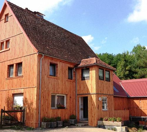 Ищите, чем обшить деревянный дом? выбирайте профлист!