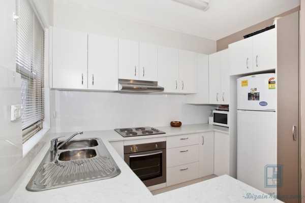Шкаф для холодильника: как встроить в кухонный гарнитур, размеры