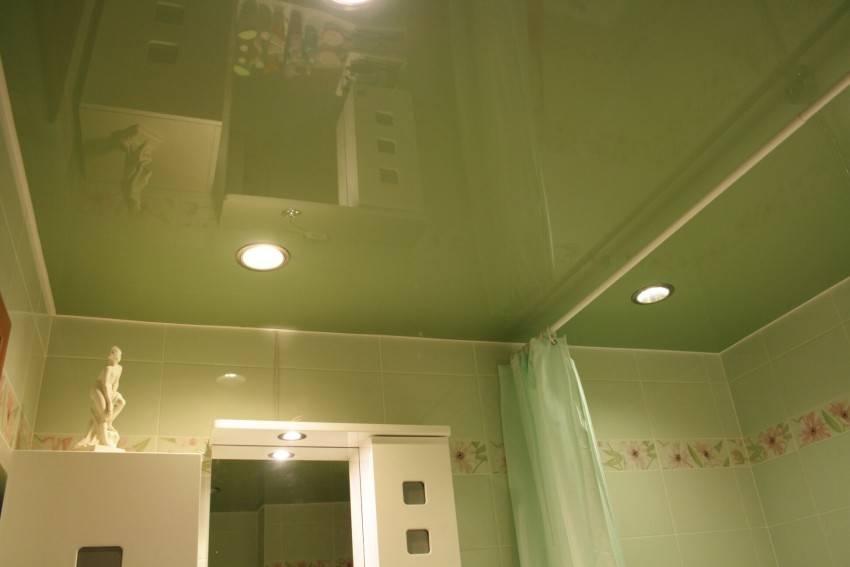 Какой потолок в ванной лучше: делаем выбор