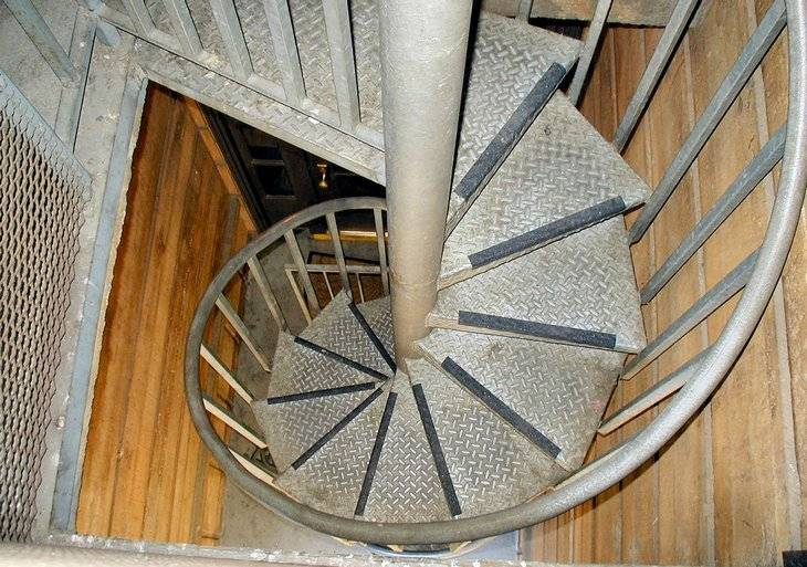 Лестница на чердак своими руками — пошаговое изготовление простого варианта