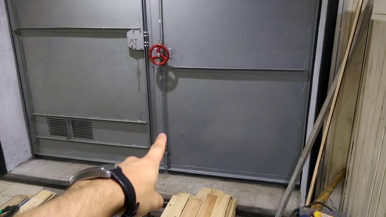 Запор на ворота: как сделать для гаража своими руками и виды устройств