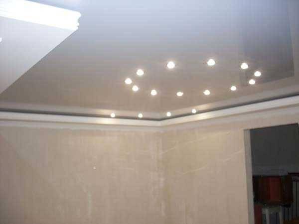 Расположение светильников на потолке: натяжном, гипсокартонном