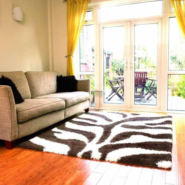Современные ковры: красивые и модные дизайнерские напольные модели в стиле модерн, элитные ковры в интерьере гостиной