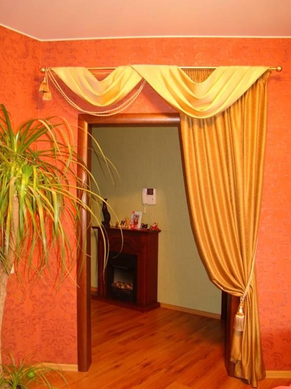 Декоративные шторы в дверной проем: виды, особенности, 75 фото