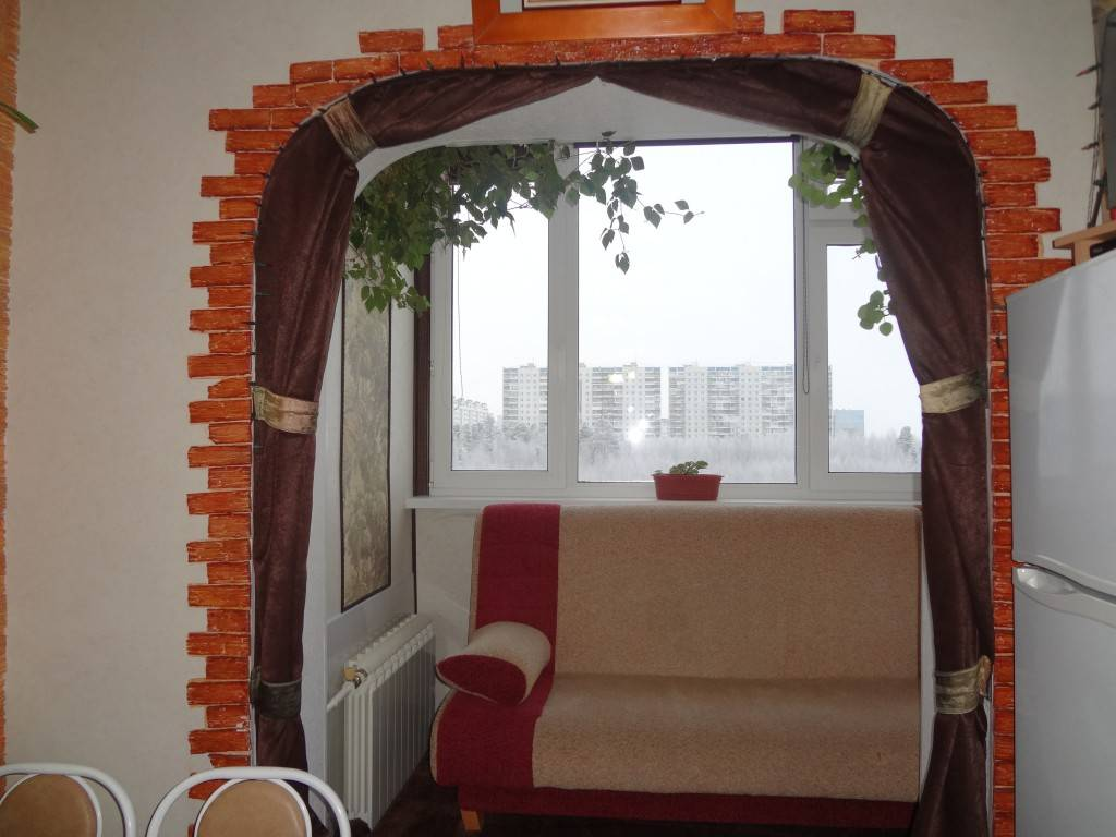 Спальня на балконе (47 фото): как сделать спальное место с выходом на лоджию