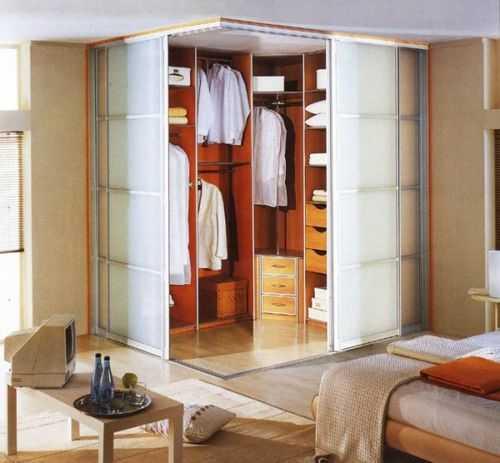 Двери для гардеробной, особенности, разновидности конструкций