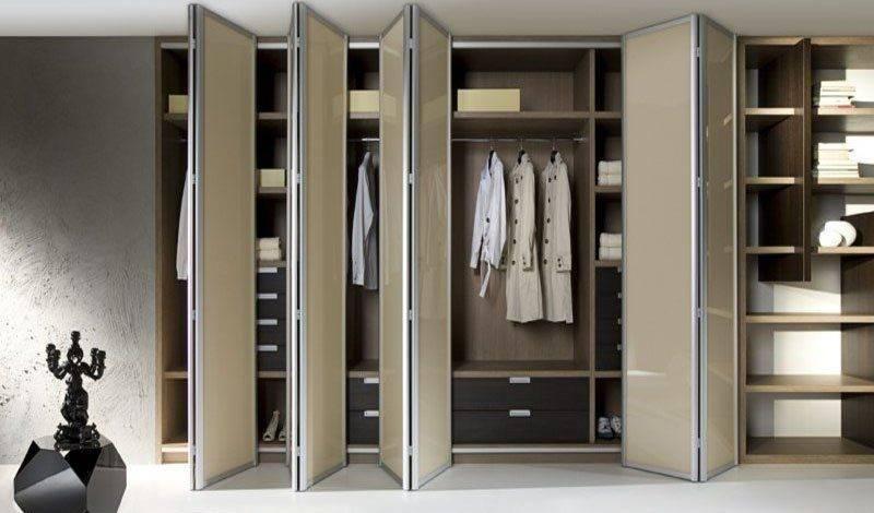 Чем отличается гардеробная от шкафа-купе