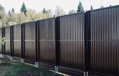 Забор из профлиста своими руками: пошаговая инструкция с фото