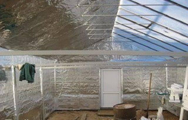 Порядок строительства зимней теплицы с отоплением своими руками— от выбора материалов до монтажа