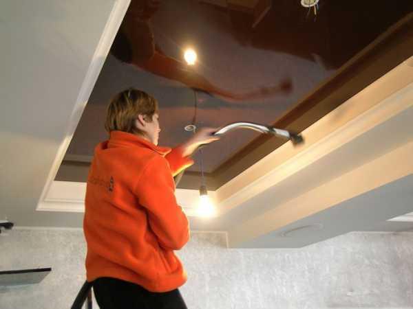 Как мыть натяжные потолки матовые и глянцевые без разводов в домашних условиях