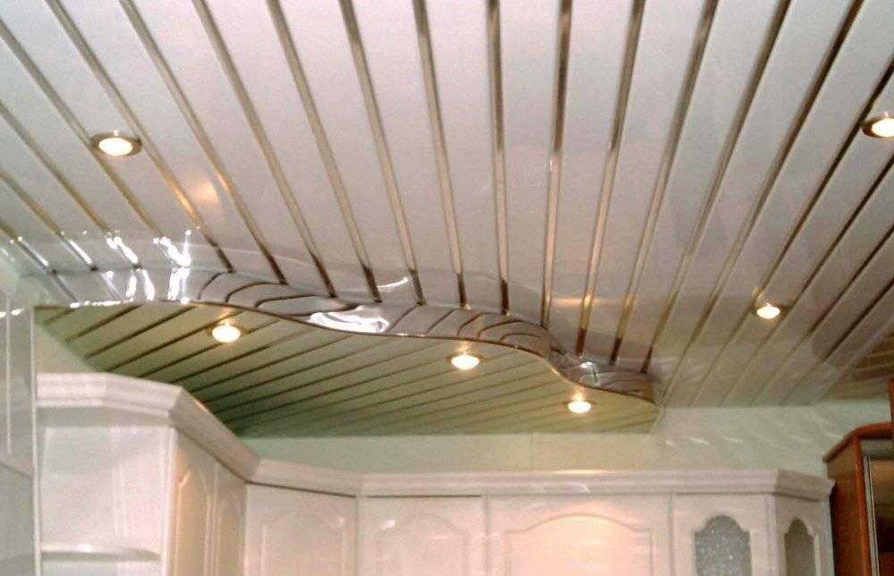 Монтаж пластиковых панелей на потолок - описание, видео