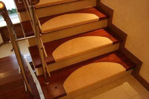 Настил ковра на деревянные лестницы: 90 фото укладки ковра и ковролина