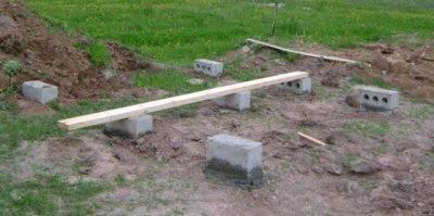 Фундамент под сарай — обустройство фундамента для сарая своими руками, выбор типа основания, пошаговая инструкция