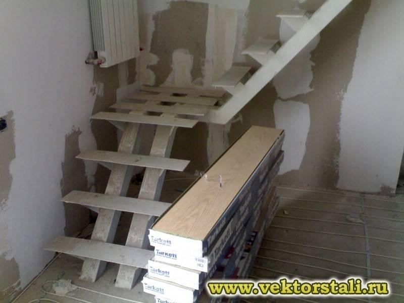 Лестница на второй этаж своими руками из дерева с поворотом на 90 градусов: расчет и монтаж