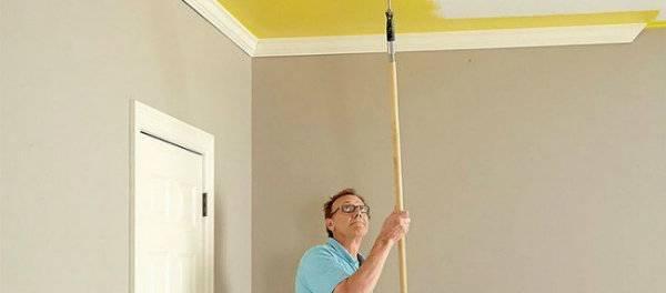 Как покрасить потолок кистью и валиком без разводов своими руками
