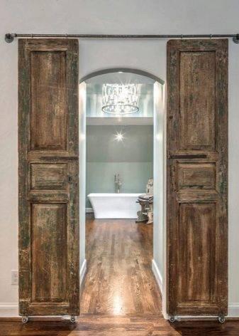 Стеклянные двери для ванной и туалета. плюсы и минусы, советы