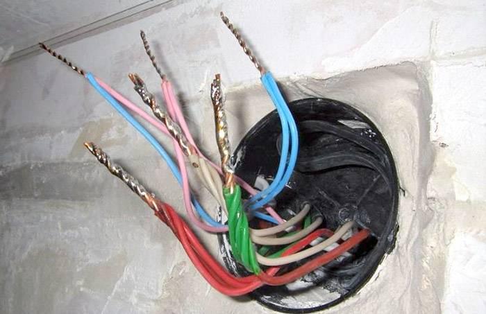 Грамотная скрутка проводов в распределительной коробке