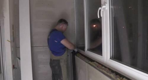 Подоконник на балконе (31 фото): как установить своими руками столешницу, из чего сделать и как оформить