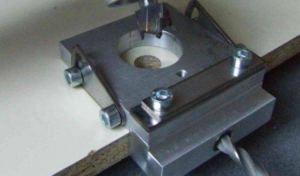 Кондуктор: как сделать приспособление для сверления отверстий в мебели с помощью дрели