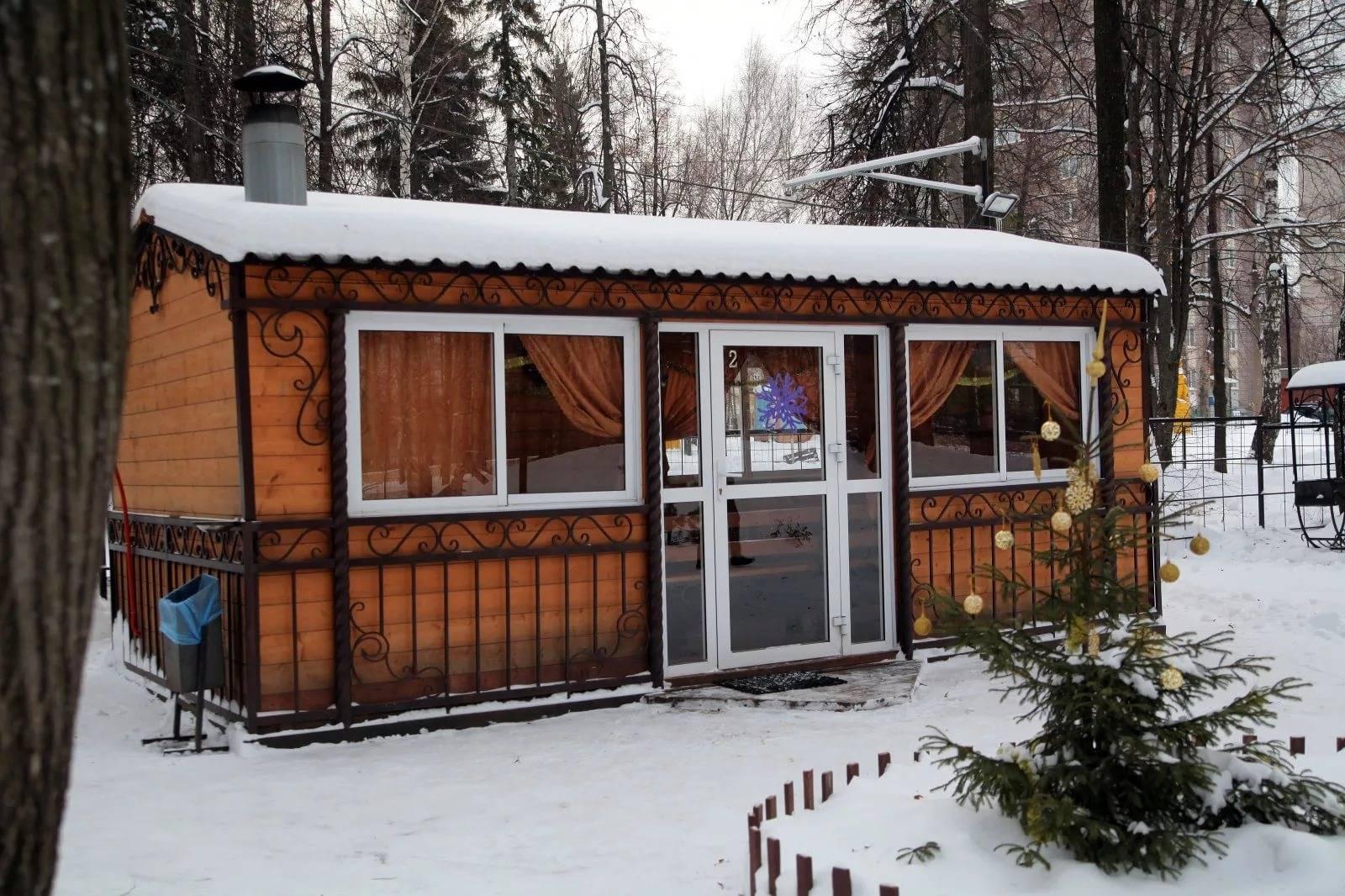 Проекты беседок с мангалом барбекю и печкой (83 фото): как обустроить закрытые зимние конструкции своими руками, варианты построек эконом класса