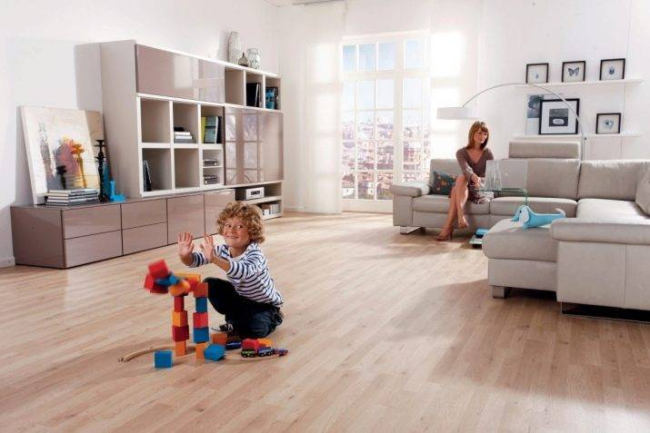 Какой пол лучше положить в детскую. ламинат, паркет или ковролин в детской комнате