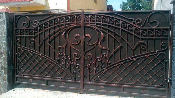 Обзор красивых ворот, калиток в частных домах своими руками