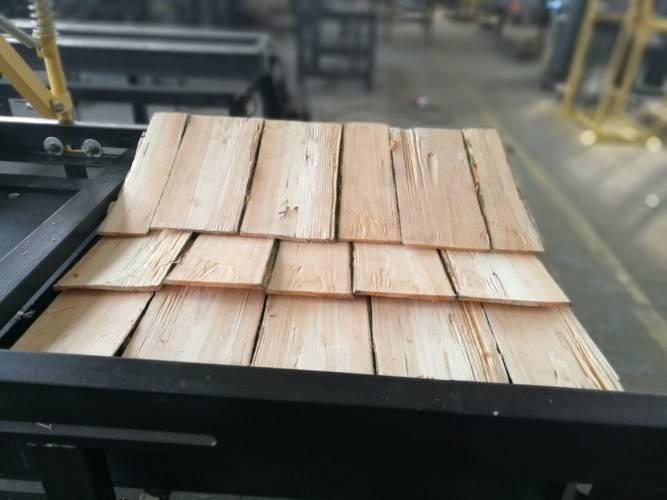 Крыша из дерева: видео-инструкция как сделать своими руками, особенности плоских конструкций, деревянных резных украшений, подшивка, расчет, цена, фото