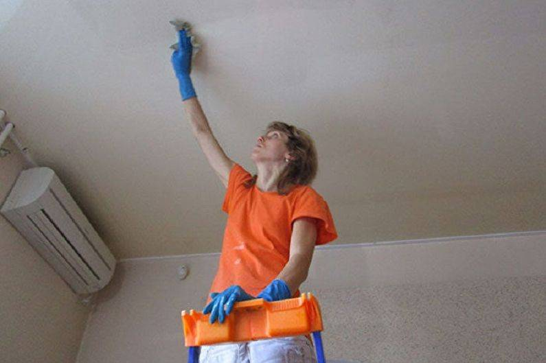 Как помыть матовый натяжной потолок без разводов в домашних условиях.