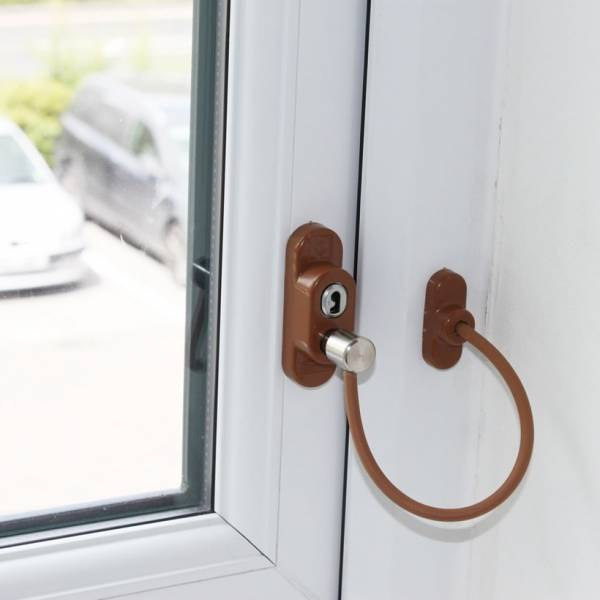 Защита от детей на окна выбираем с учетом всех особенностей