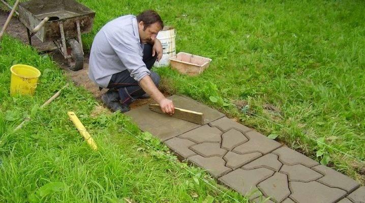 Укладка тротуарной плитки на землю без песка: пошаговая инструкция. особенности укладки плитки на землю без пескаинформационный строительный сайт |
