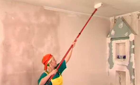 Побелка потолка своими руками: выбор материала, подготовка, инструкция выбеливание потолка пошагово, советы специалистов, видео