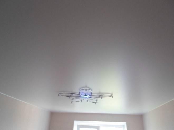 Какой натяжной потолок лучше: матовый, глянцевый или сатиновый