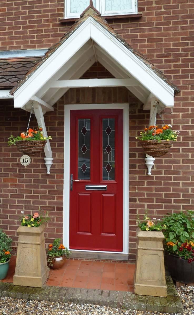 Выбор двери в частный дом: материалы, детали конструкции и дизайн